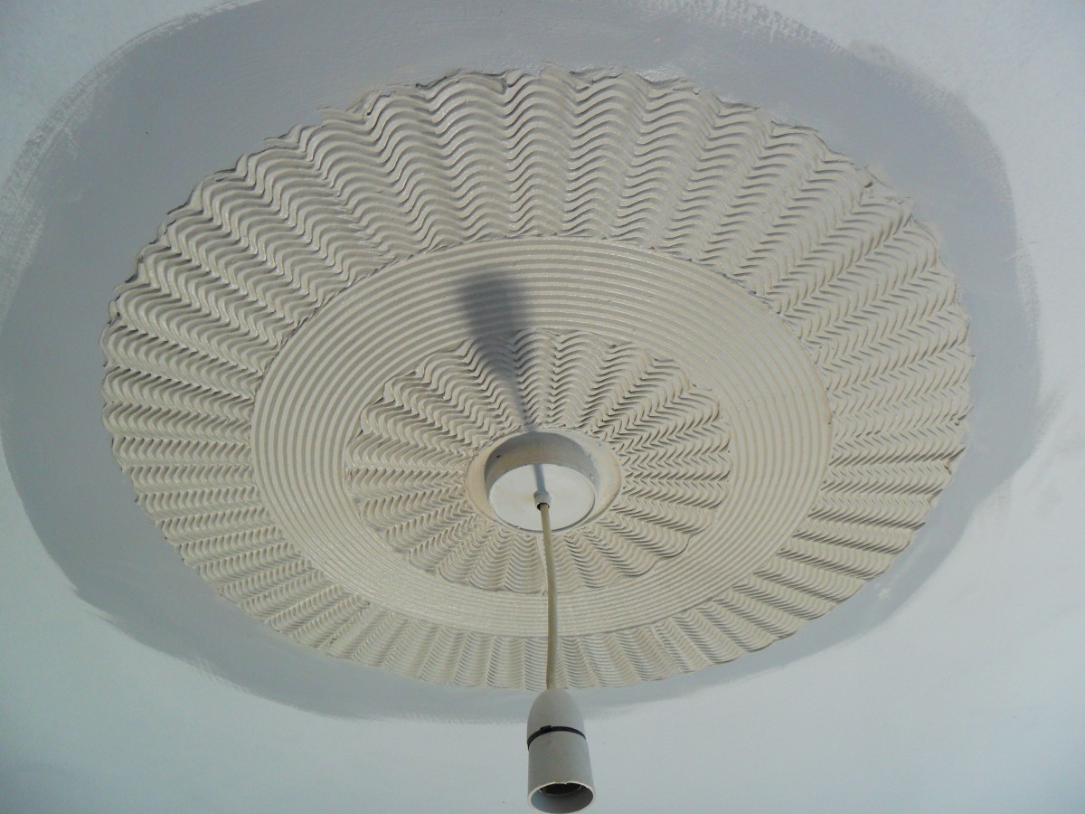 This beautiful effect surrounding the center light fitting was created using a set of 3 Standard comb tools