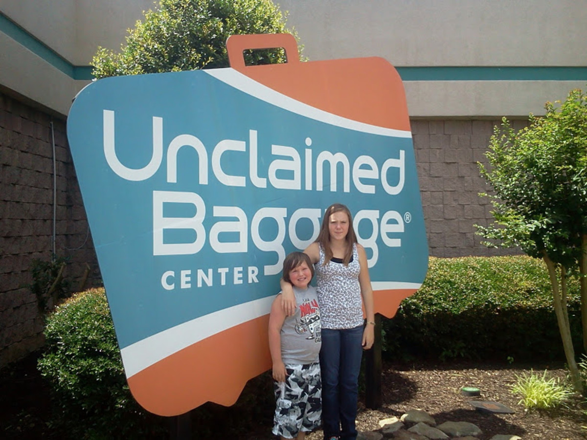 How To Buy Lost Or Unclaimed Luggage: The Unclaimed Baggage Center in Scottsboro, Alabama