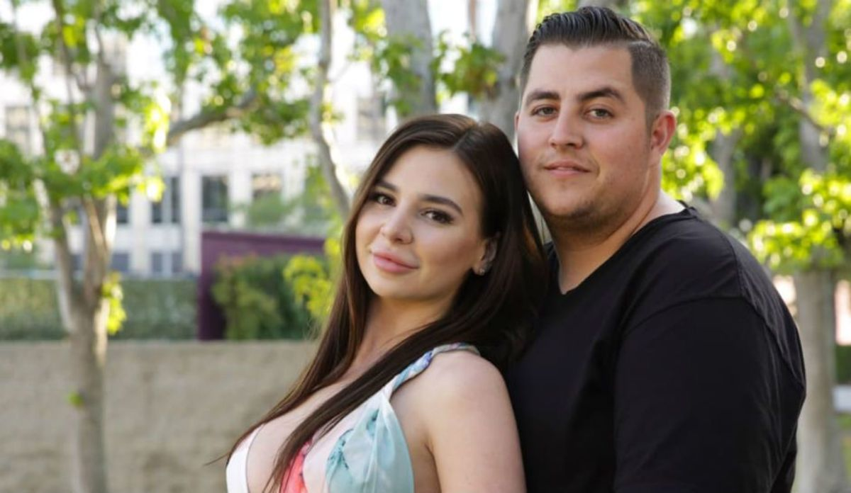 Jorge and Anfisa seem to be in the relationship for the wrong reasons.