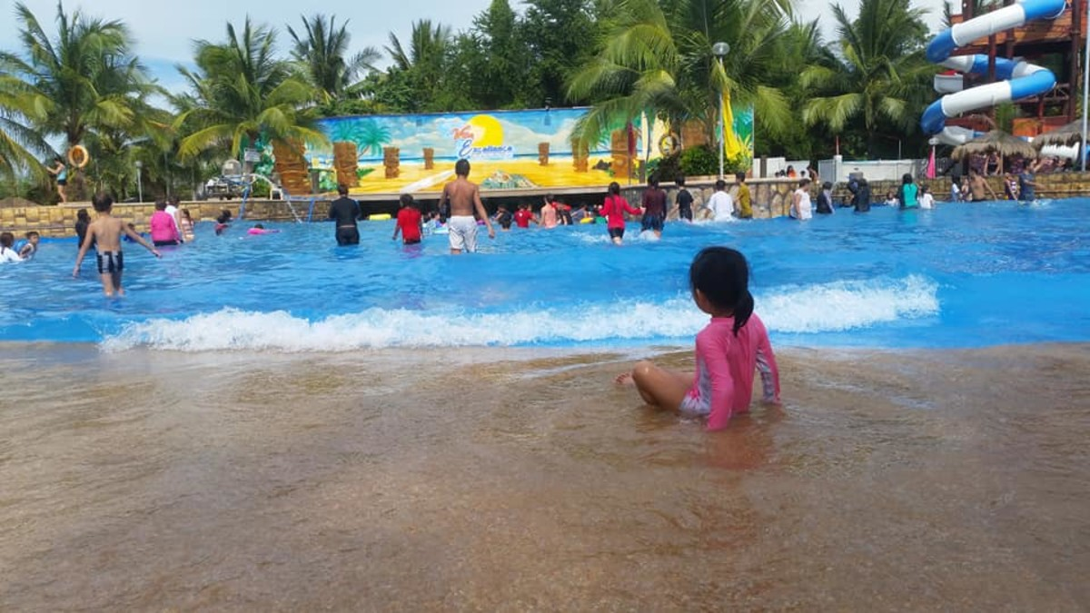 A Night Stay at Villa Excellance Beach & Wave Pool Resort