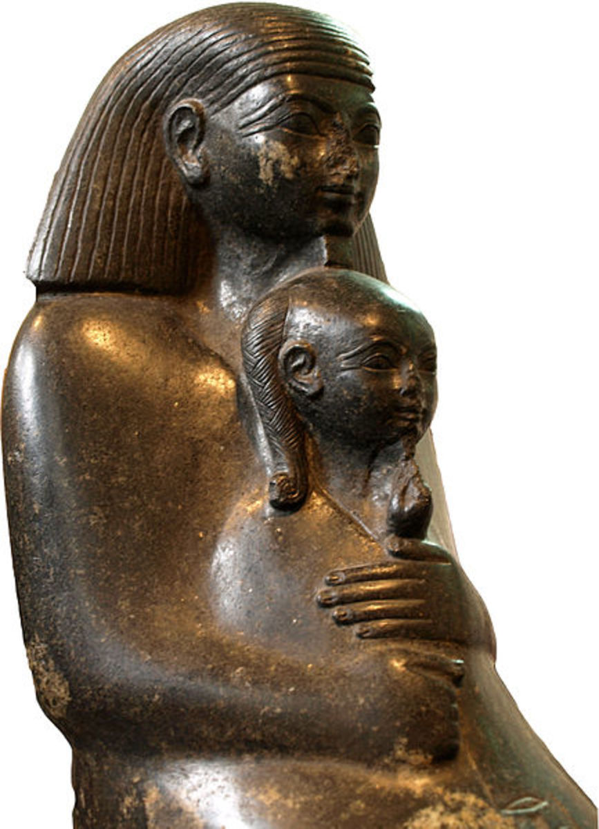 Seated Senenmut holding the princess Neferure in his arms, on display at the British Museum.