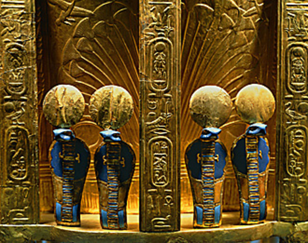 The reverse side of Tutankhamun's throne with 4 golden uraes cobra statues on it.