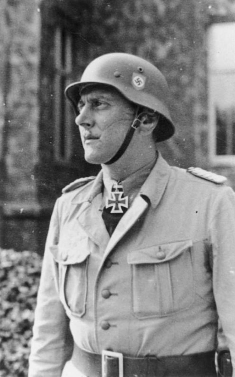 Skorzeny was a highly talented student fencer, and a member of the German national Burschenschaft. He fought duels of combat 15 times, but recieved his life long scar during his 10th engagement. Scars was considered an honor among German upper class.