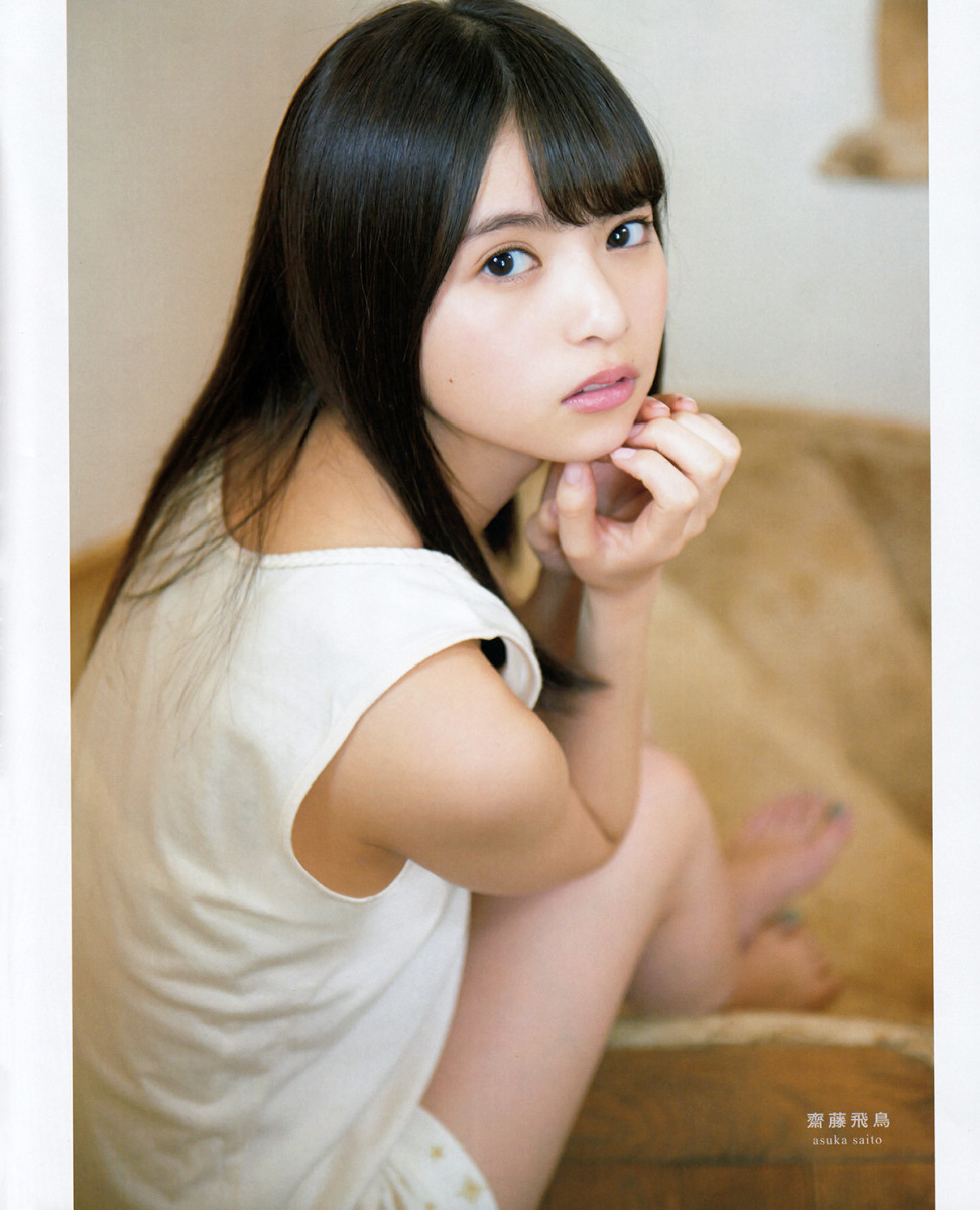 I think that Asuka Saito looks like Anna Iriyama of AKB48.