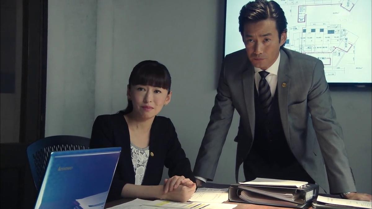 Takenouchi Yutaka as Sasisaka Kento with Matsuyuki Yasuko as , Natsume Yoshie