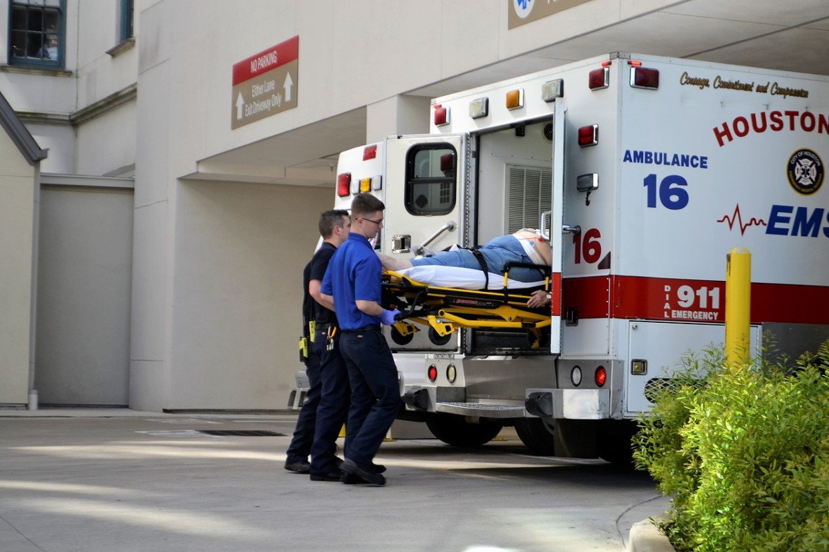 EMT dispatching an injured at the hospital.