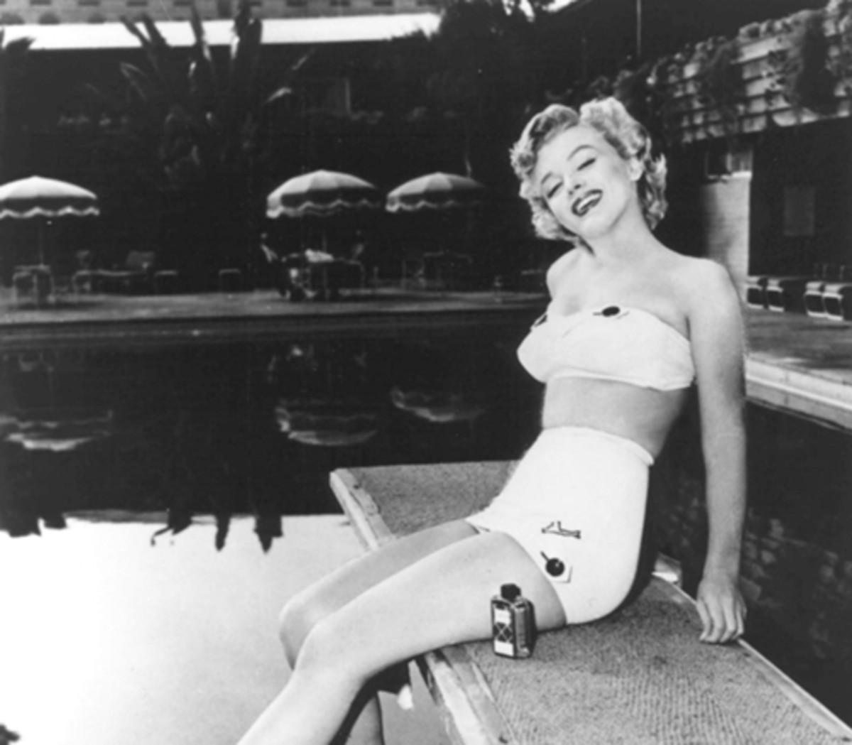 Marilyn Monroe poolside at the Roosevelt Hotel.