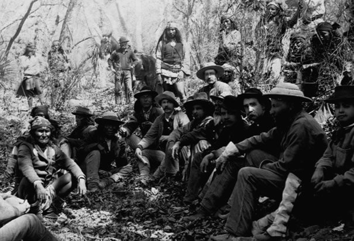 Photo of Geronimo (lower left) and the US Army