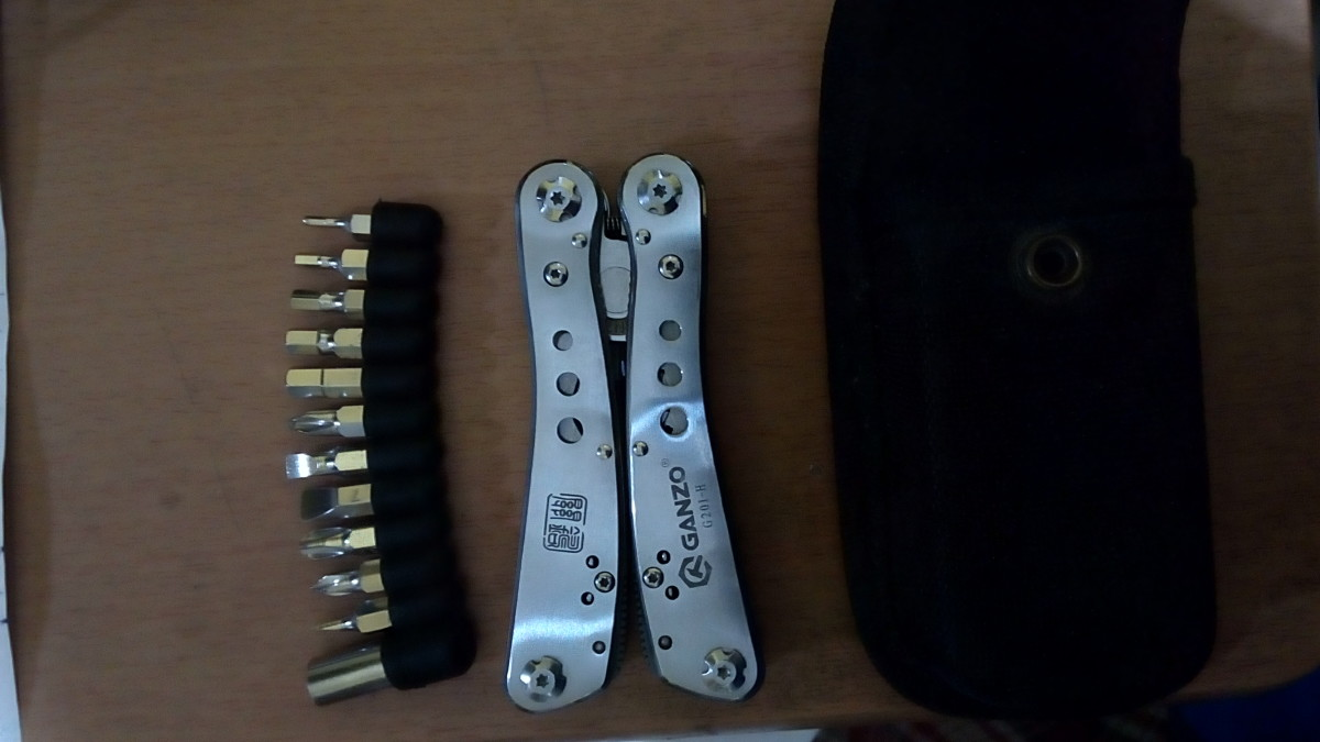 The Ganzo multitool out of the box.