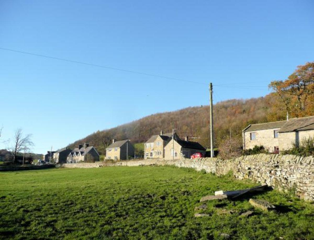 The dwellings on the way out of Marske  before you get to West Applegarth Farm on the way up to Whitecliffe Woods.