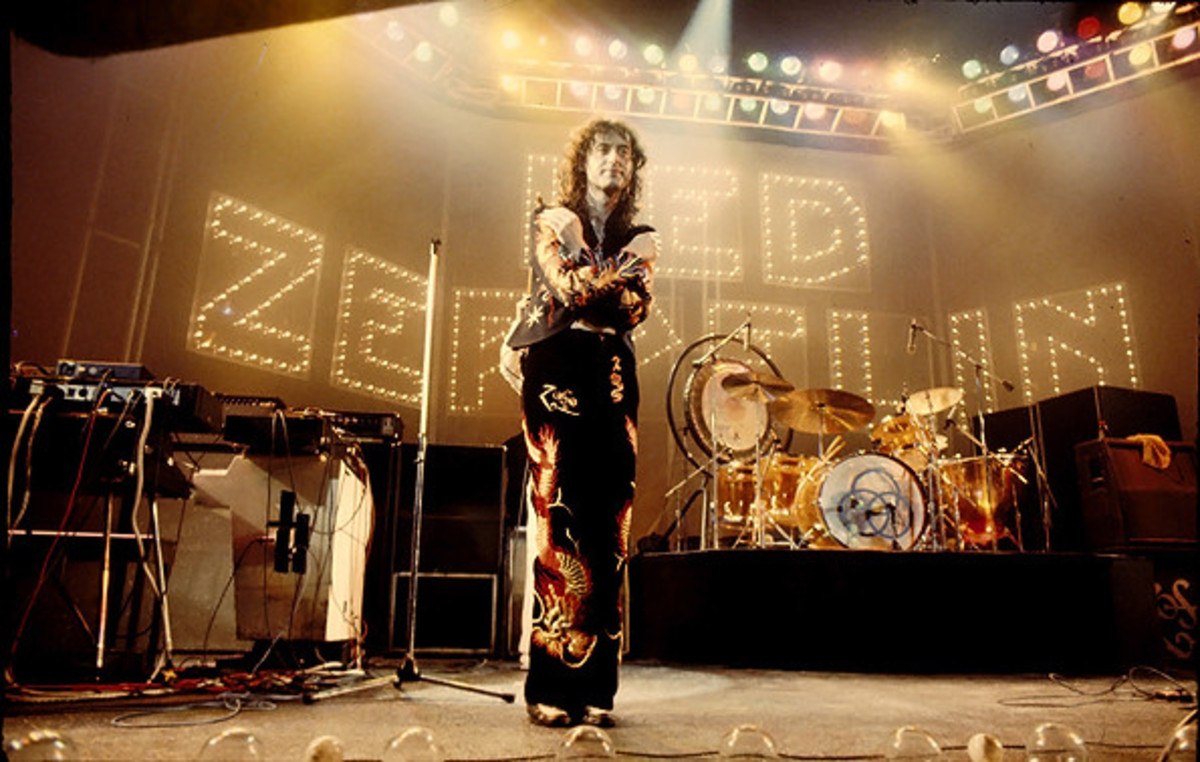 Jimmy Page on stage, one final bow, Earl's Court, 25 May 1975