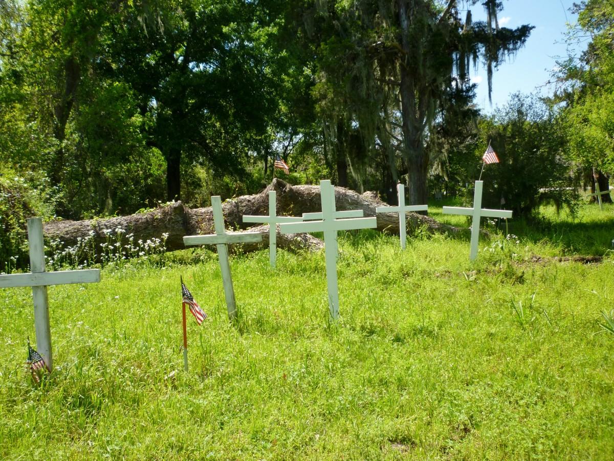 Wooden crosses in Hodge's Bend Cemetery