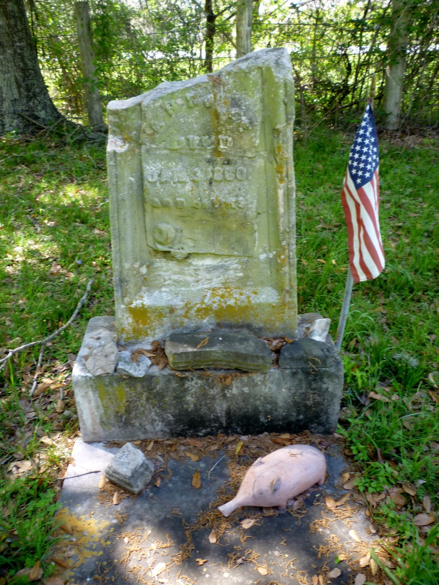 Another grave marker in Hodge's Bend Cemetery