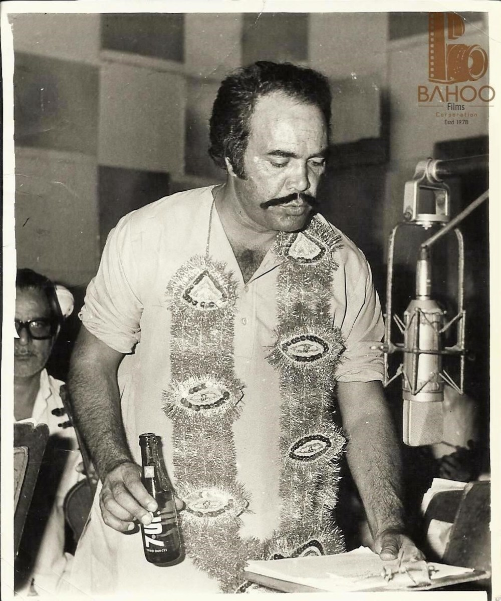 Sultan Rahi at the sets of 'Maula Jutt' in 1979