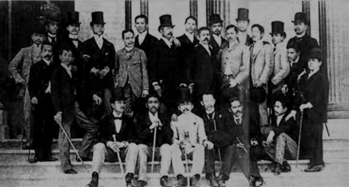 Rizal with the Ilustrados.