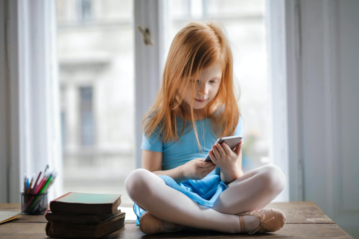 placating-kids-with-tech-gadgets-6-reasons-you-shouldnt