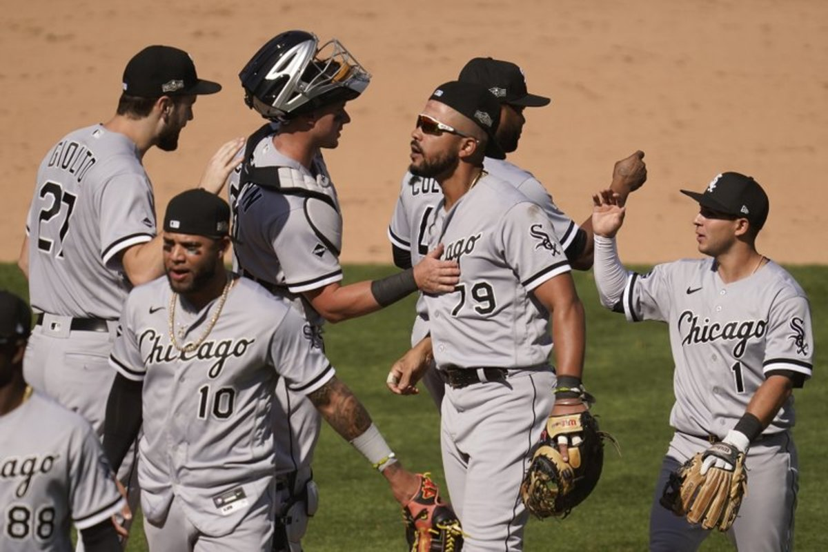 White Sox celebrating after a Game 1 victory