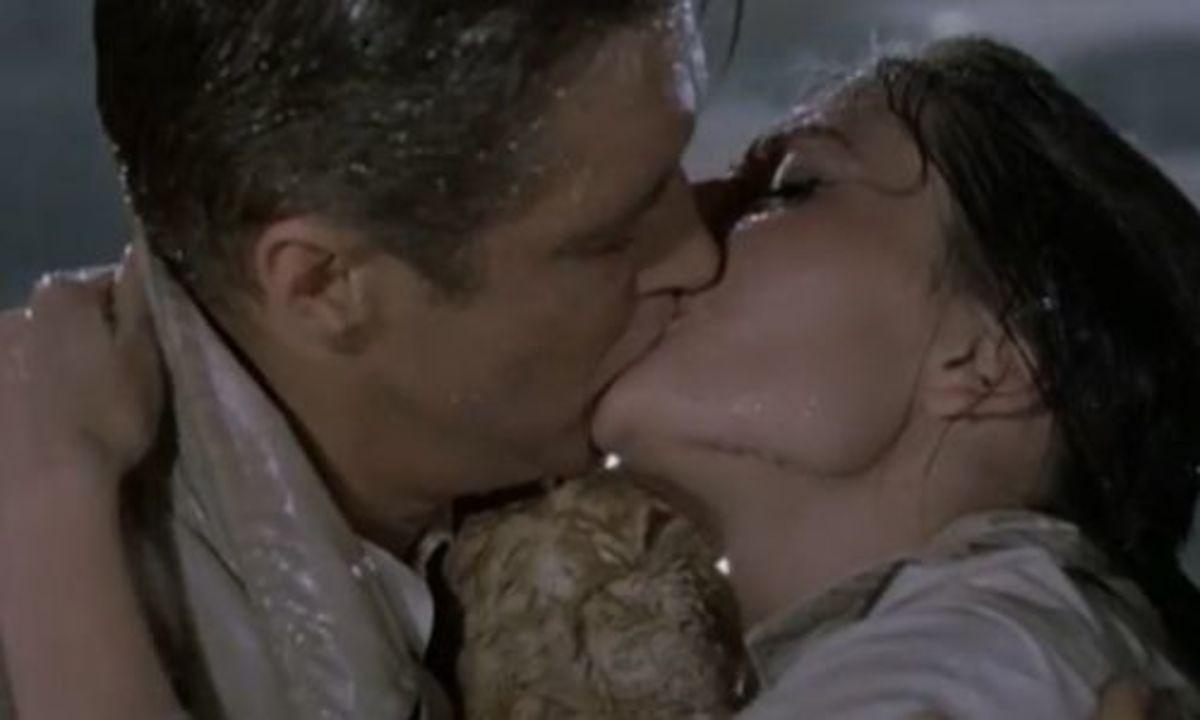 Breakfast at Tiffany's kiss