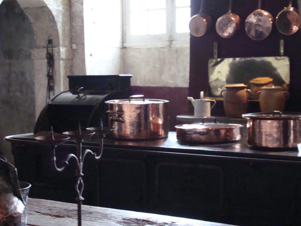 Kitchen equipped with ovens and copper utensils