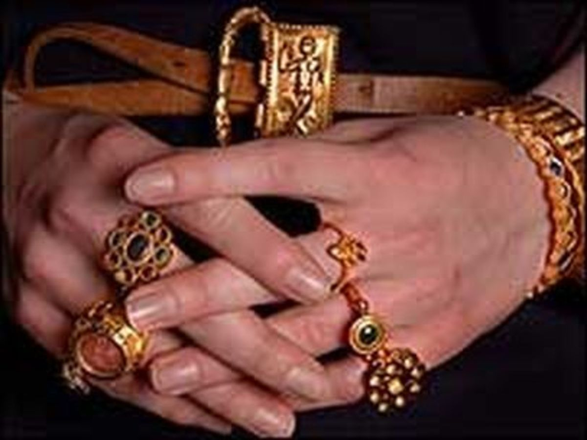 Jewellery from the Thetford Treasure Set