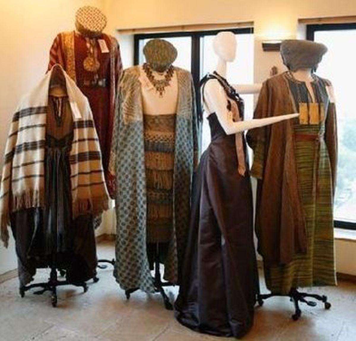 Womens' Clothing from Rome HBO