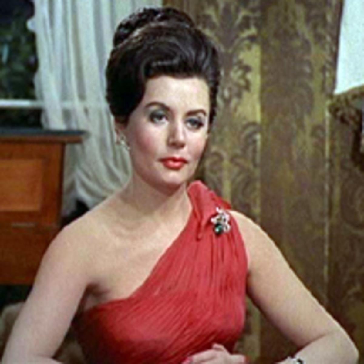 Eunice Gayson as Sylvia Trench