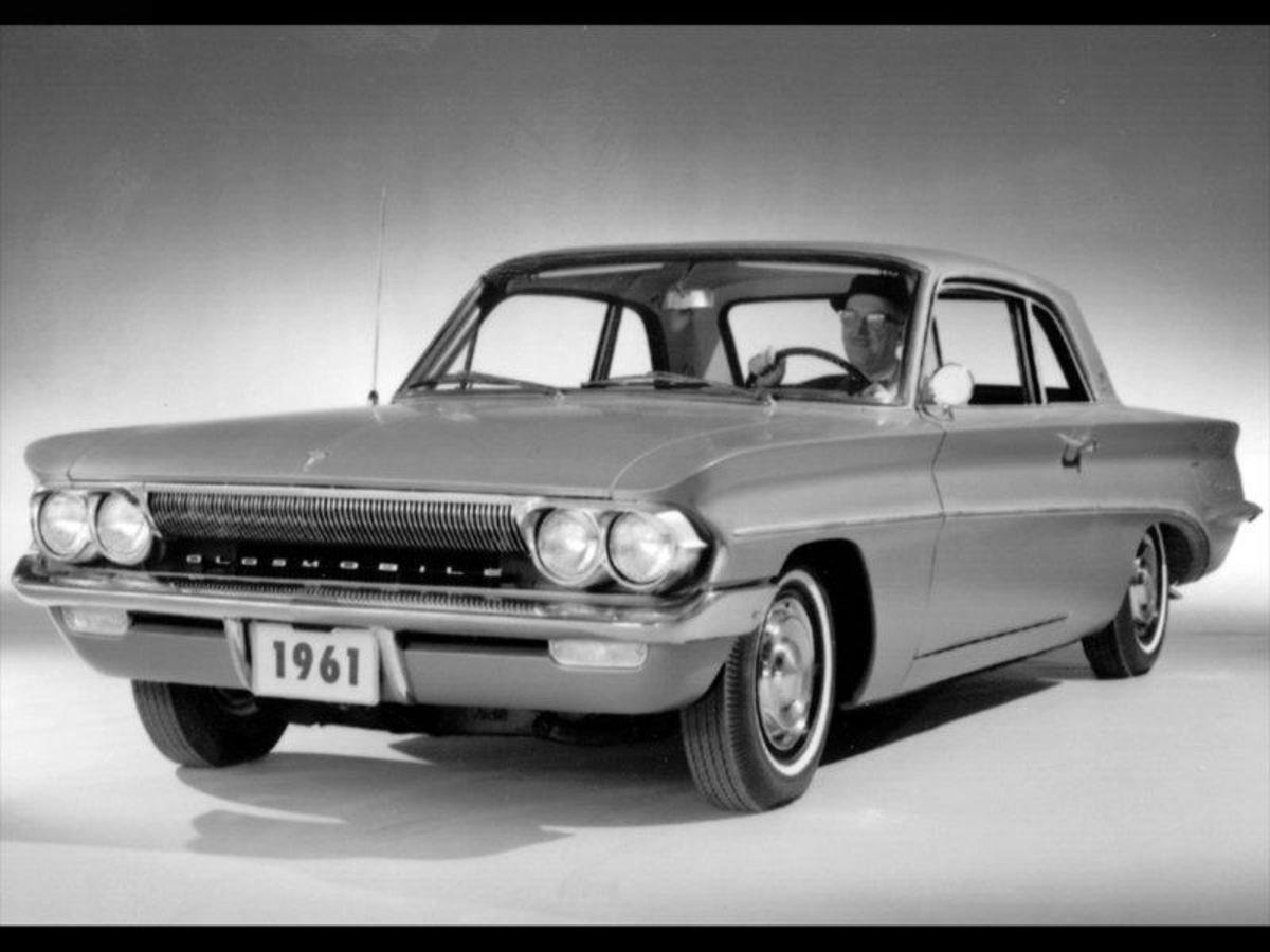 13. Oldsmobile Cutlass: (1961-99) - 11,900,000