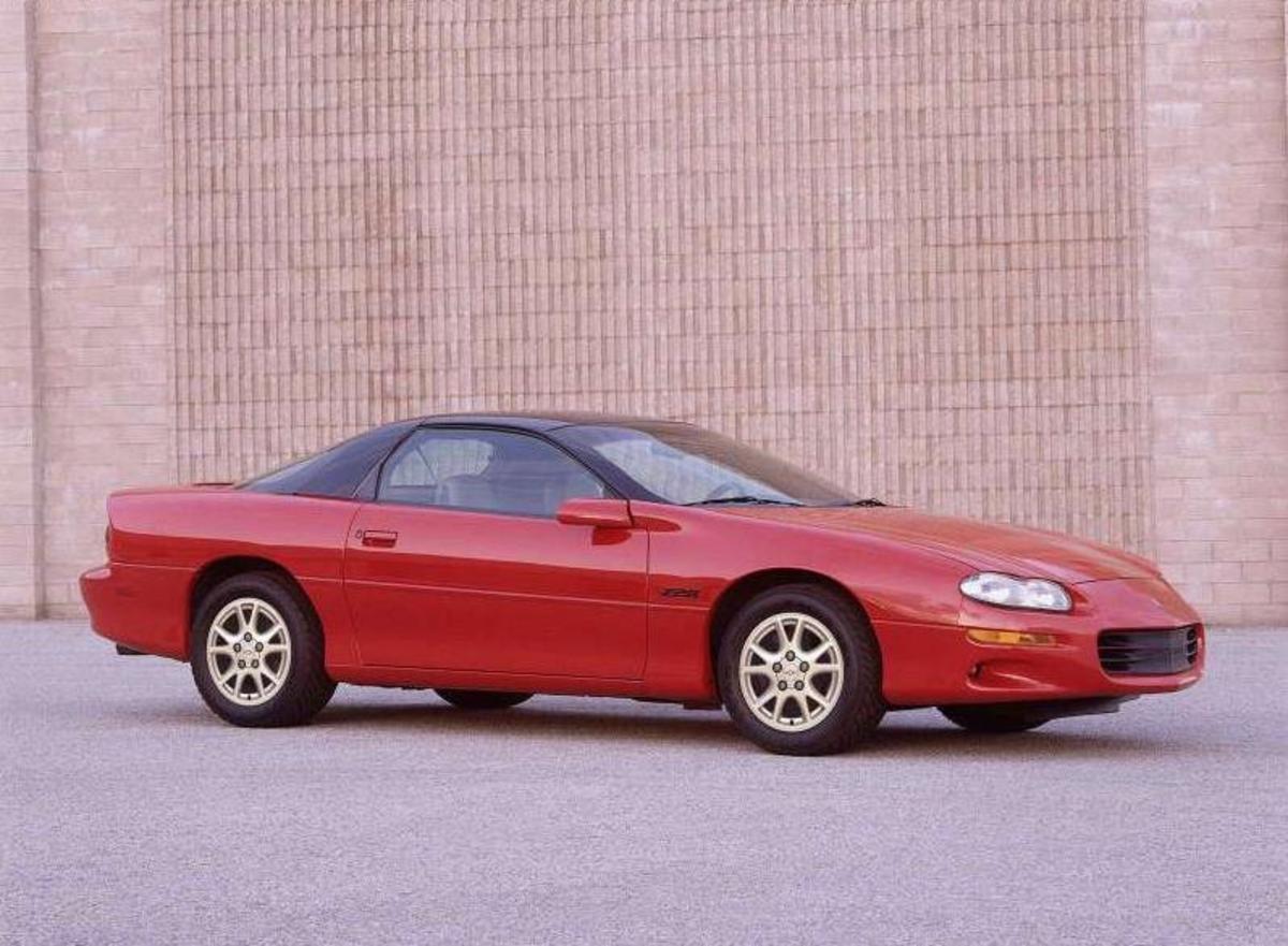 40. Chevrolet Camaro: (1967-2002) - 4,800,000