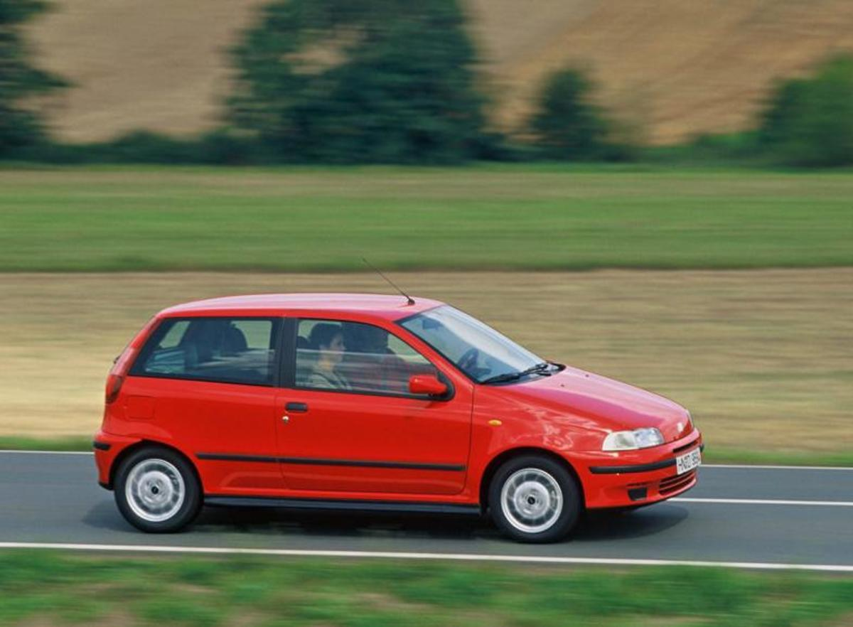 24. Fiat Punto: (1993- ) - 6,800,000+