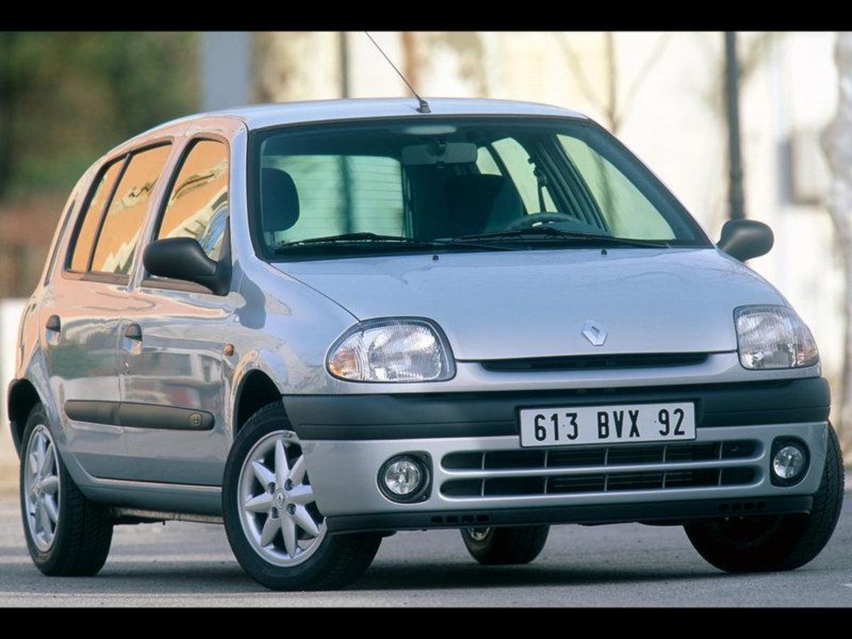 20. Renault Clio: (1991- ) - 8,900,000+