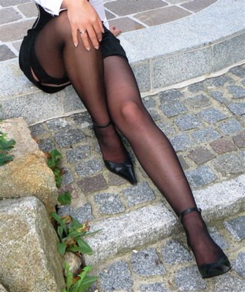 Complete Guide to Wearing Black Stockings