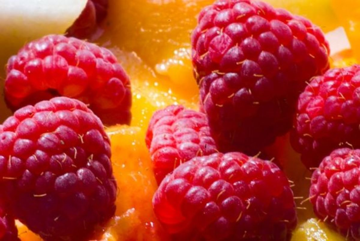 Raspberries and mango - a delicious combination