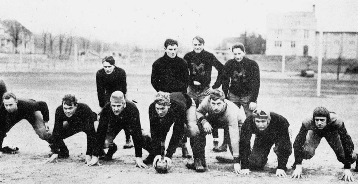 Public domain image of Missouri University football team in 1910