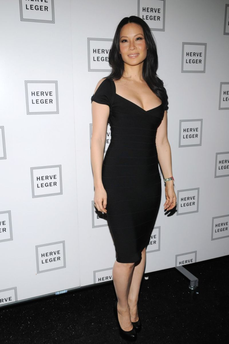 Lucy Liu displays her gorgeous figure in  her little black dress