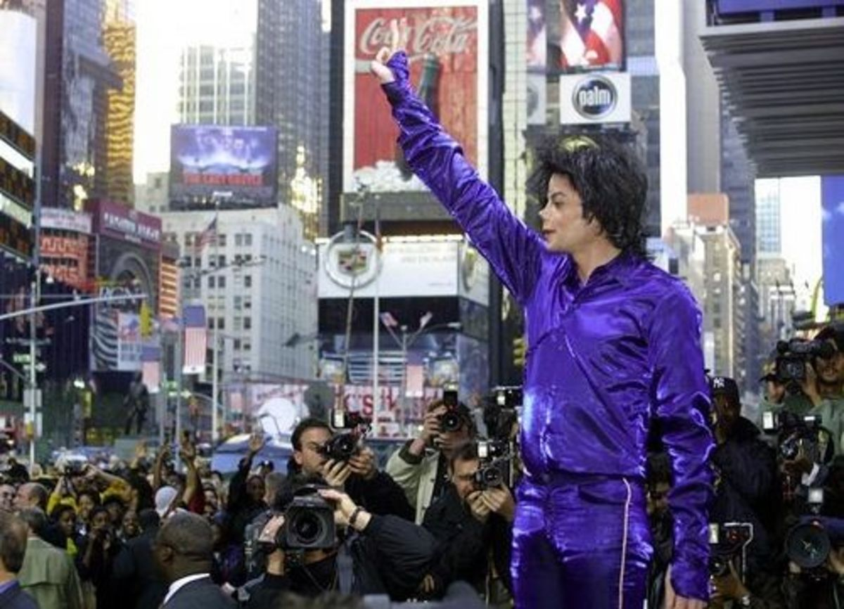 Michael Jackson shutting down Times Square in 2001