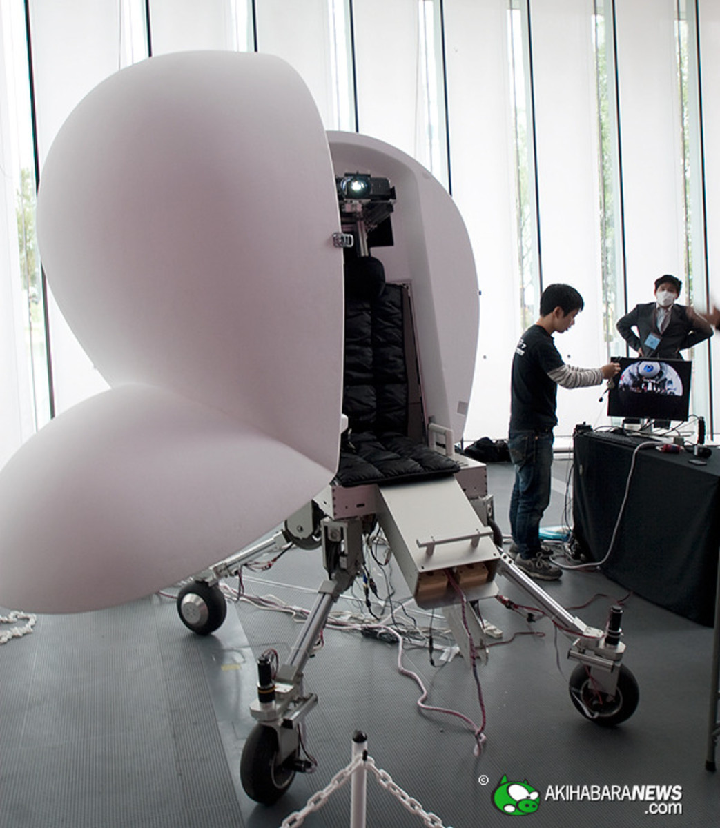 "Developed by the Iwata-Yano Laboratory at Tsukuba University, ""The Media Vehicle is a personal virtual cocoon where you get spherical display projecting videos and image feed shots with a camera, providing rider minimum movement sensation for overall"
