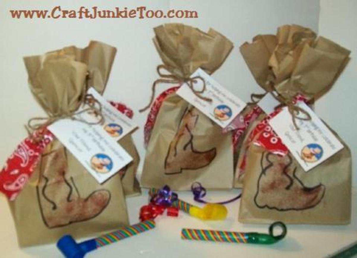 Homemade Cowboy Treat Bags. Read more at: craftjunkietoo.blogspot.com