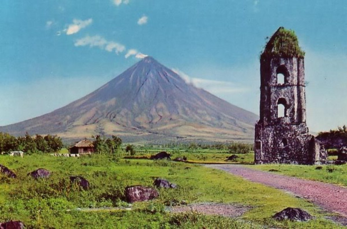 Mayon Volcano with the bell tower in front. Courtesy of: http://media.photobucket.com/image/mayon%20volcano/Pnong_pino/5.jpg