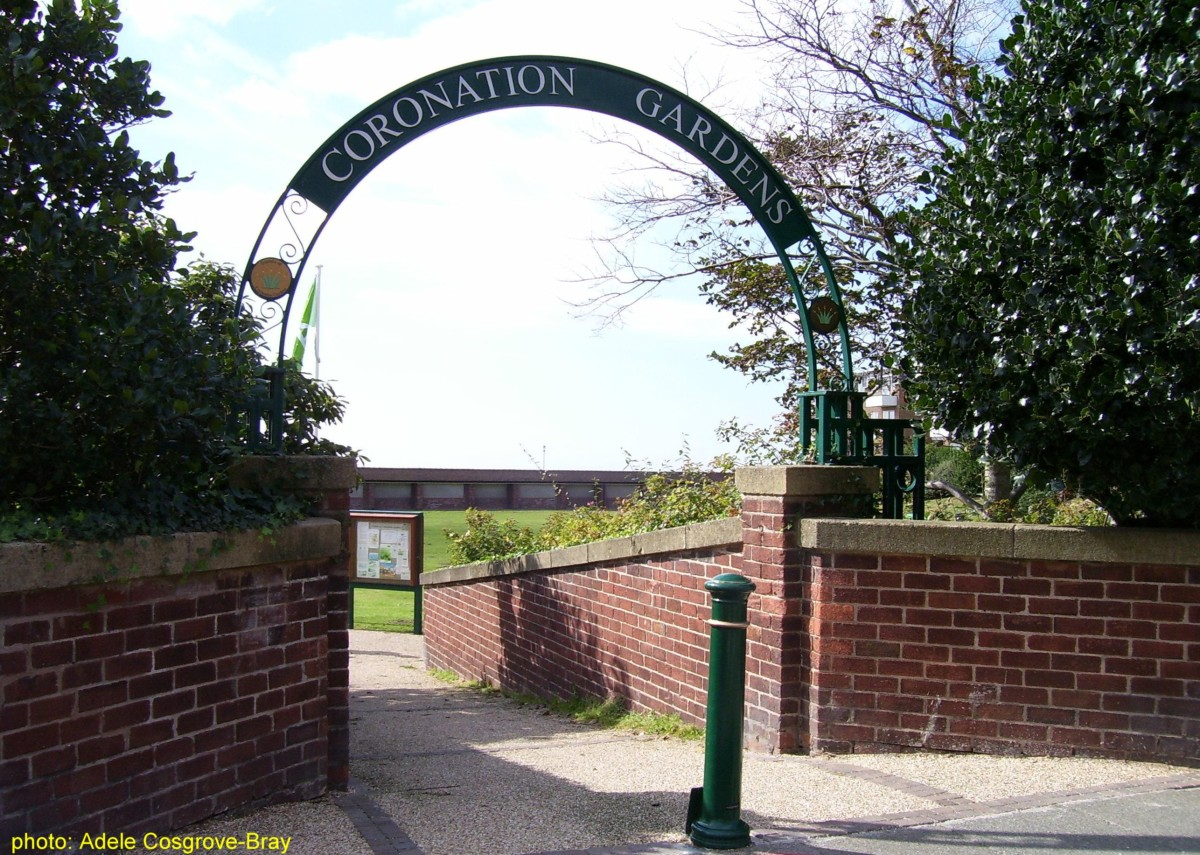 The main entrance of Coronation Gardens opens onto Banks Road, which is lined with cafes, restaurants and shops.  Turn left into Church Road, then into Ashton Park.