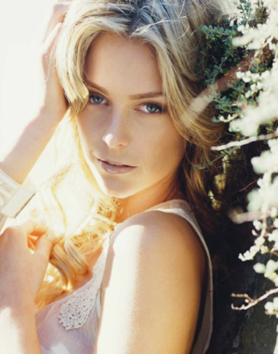 Jennifer Hawkins with enough looks to be our own Miss Universe