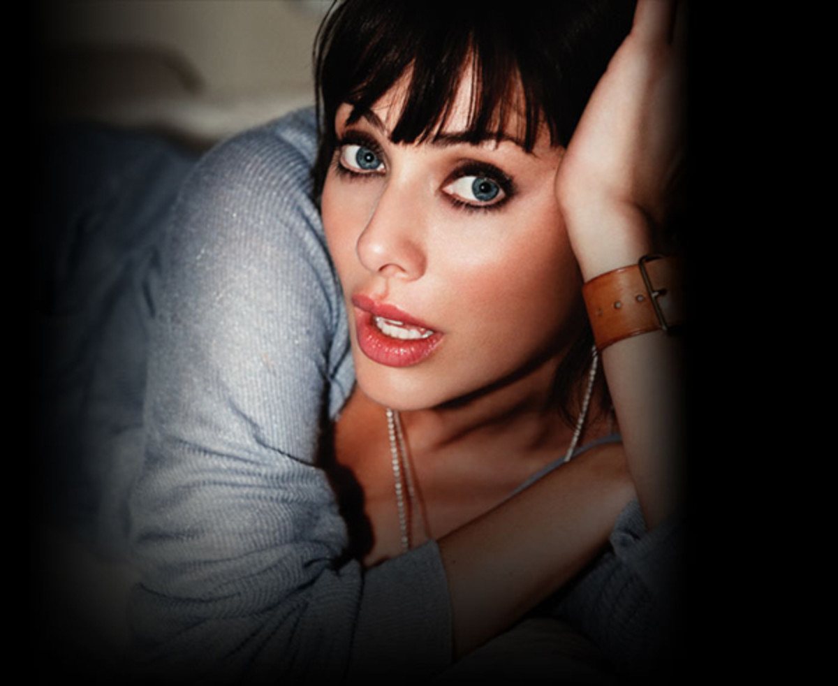 Natalie Imbruglia as usual, a sight for sore eyes