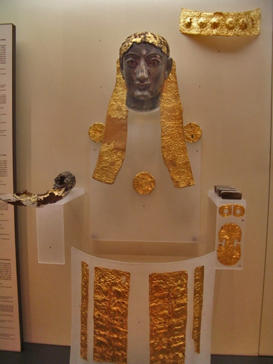 Archaic gold-and-ivory statue of Apollo, Delphi Museum