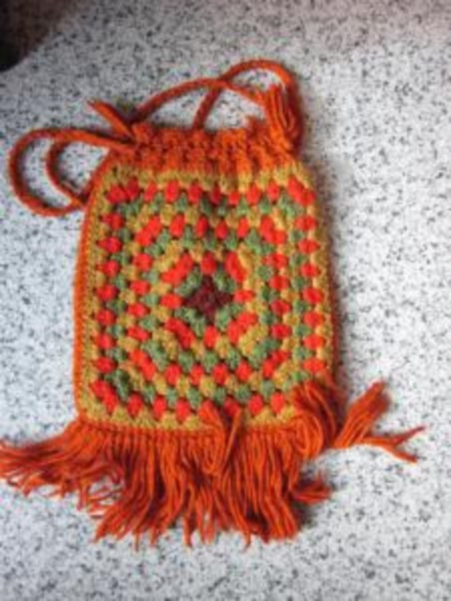 Granny Square Bag - The hippie in me loves this!