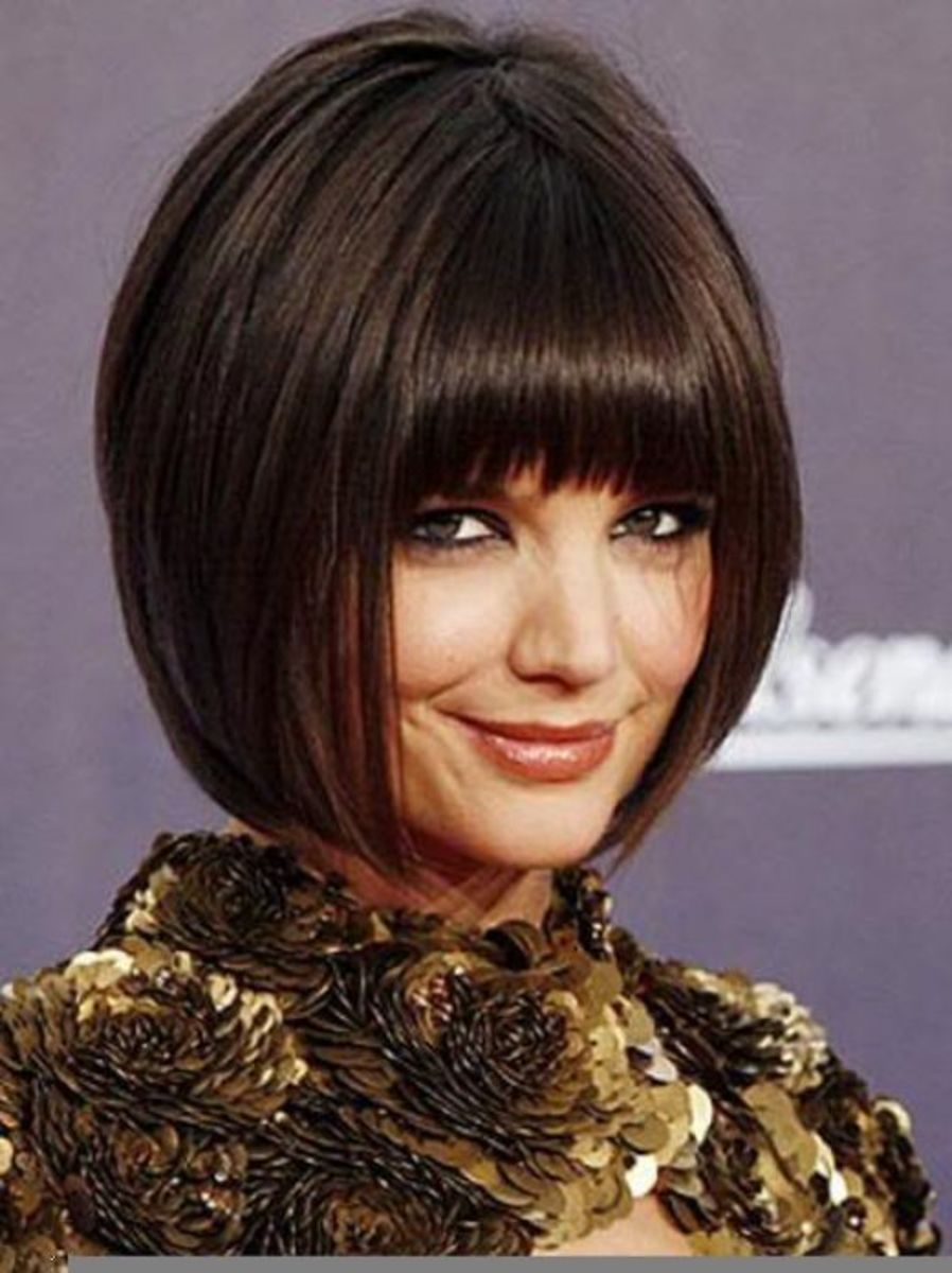Short 1920s-style haircut with bangs.