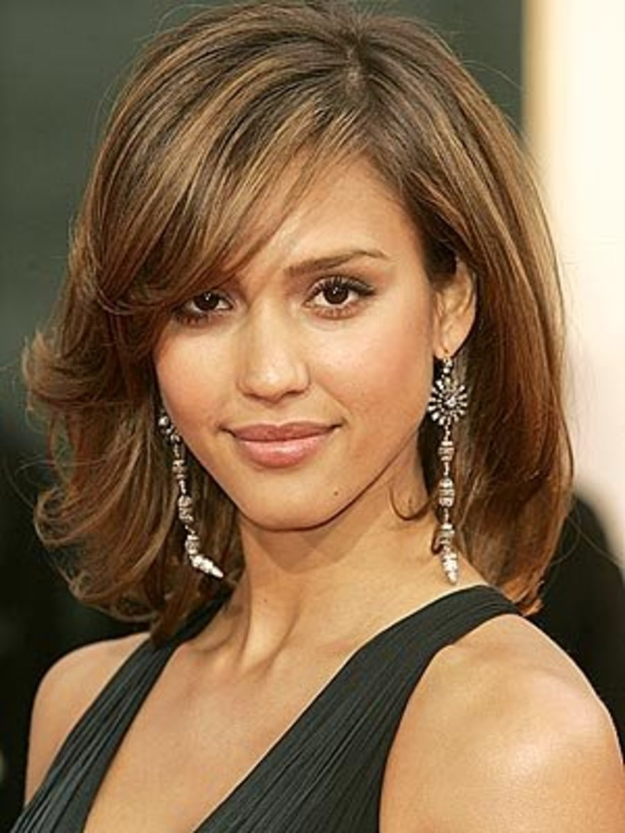 Jessica Alba: medium hairstyle for thin fine hair.