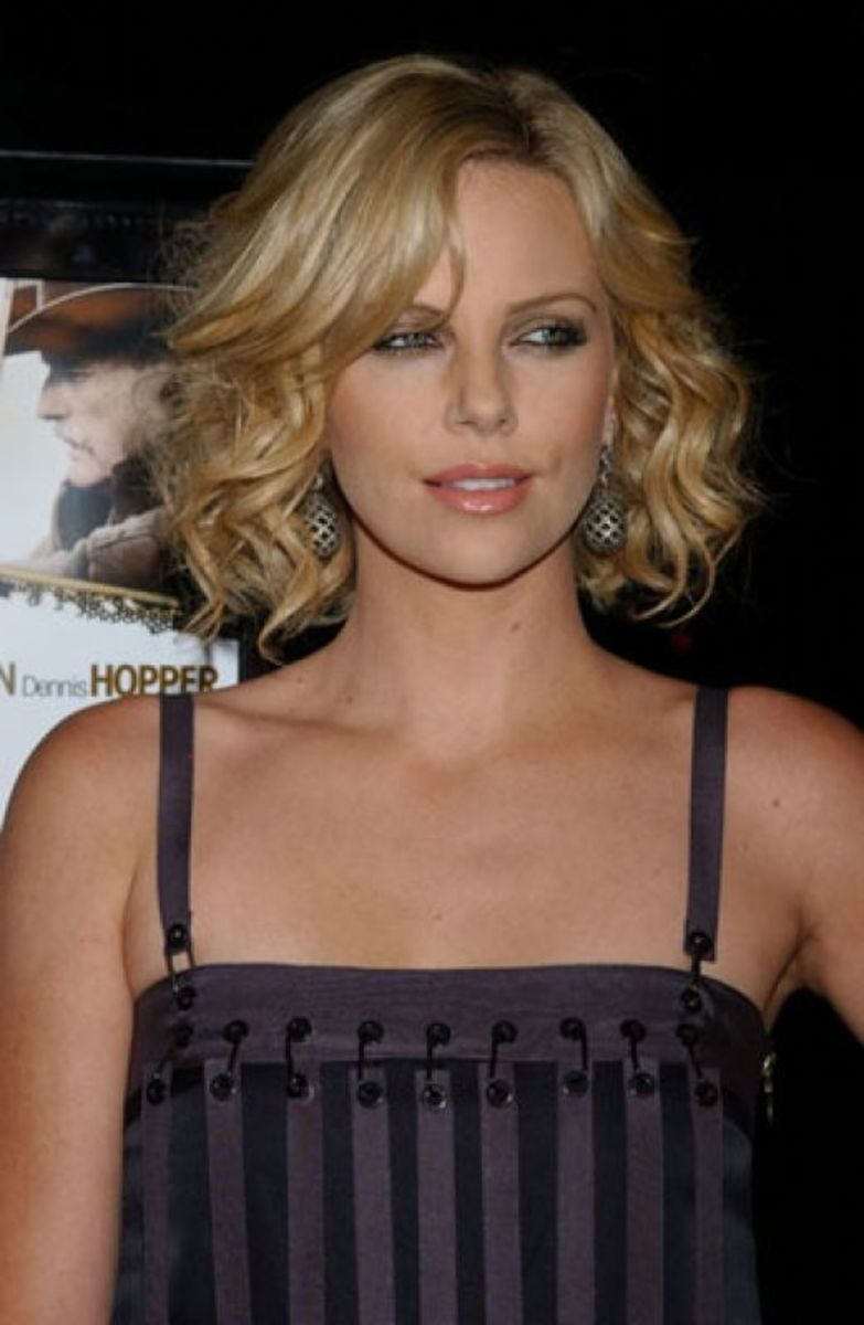 Short hairstyle for fine curly hair.