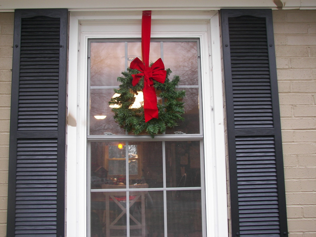 home-decor-ideas-wreath-on-windows