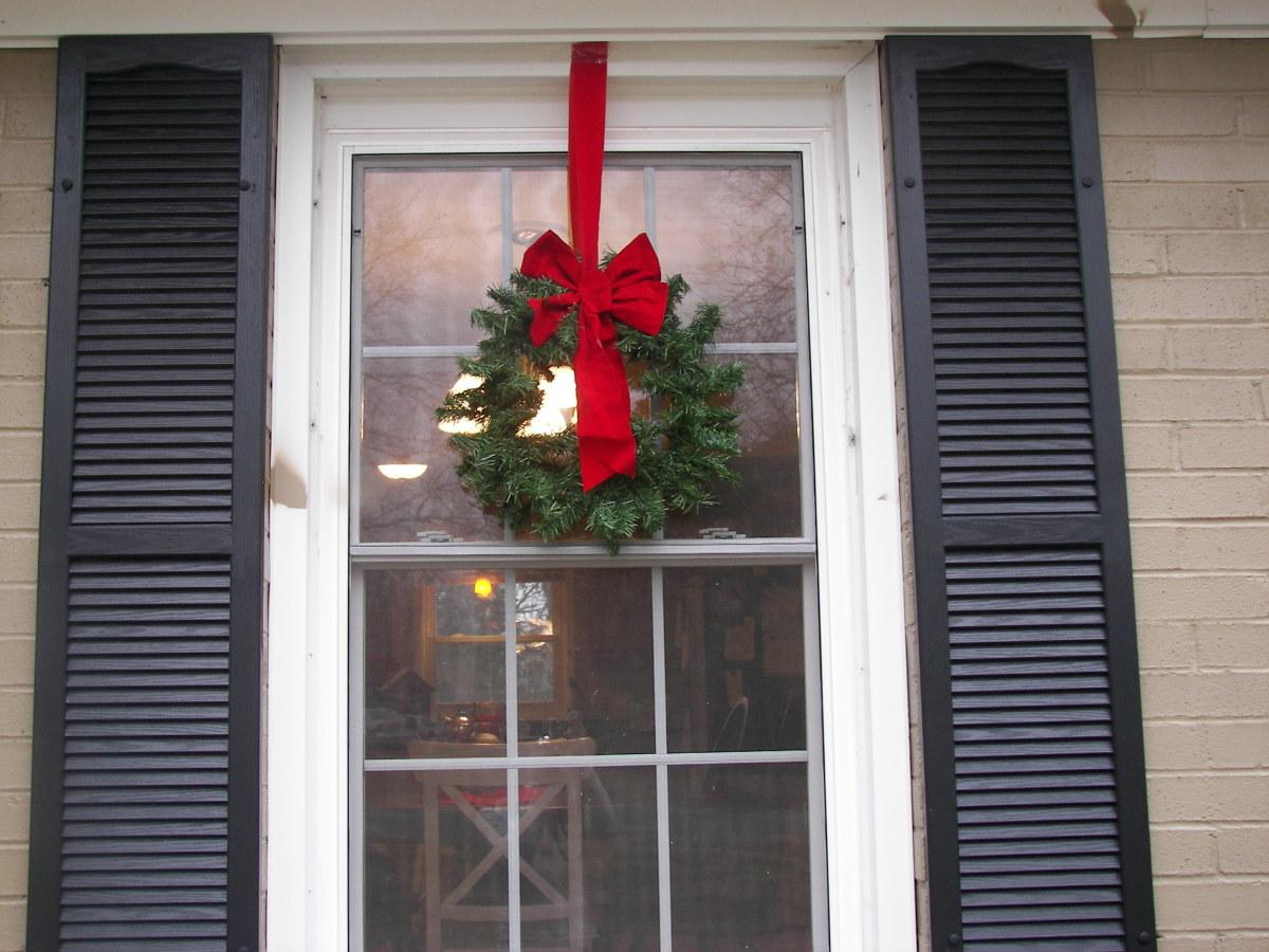 Home D Cor Ideas Evergreen Holiday Wreaths On Windows