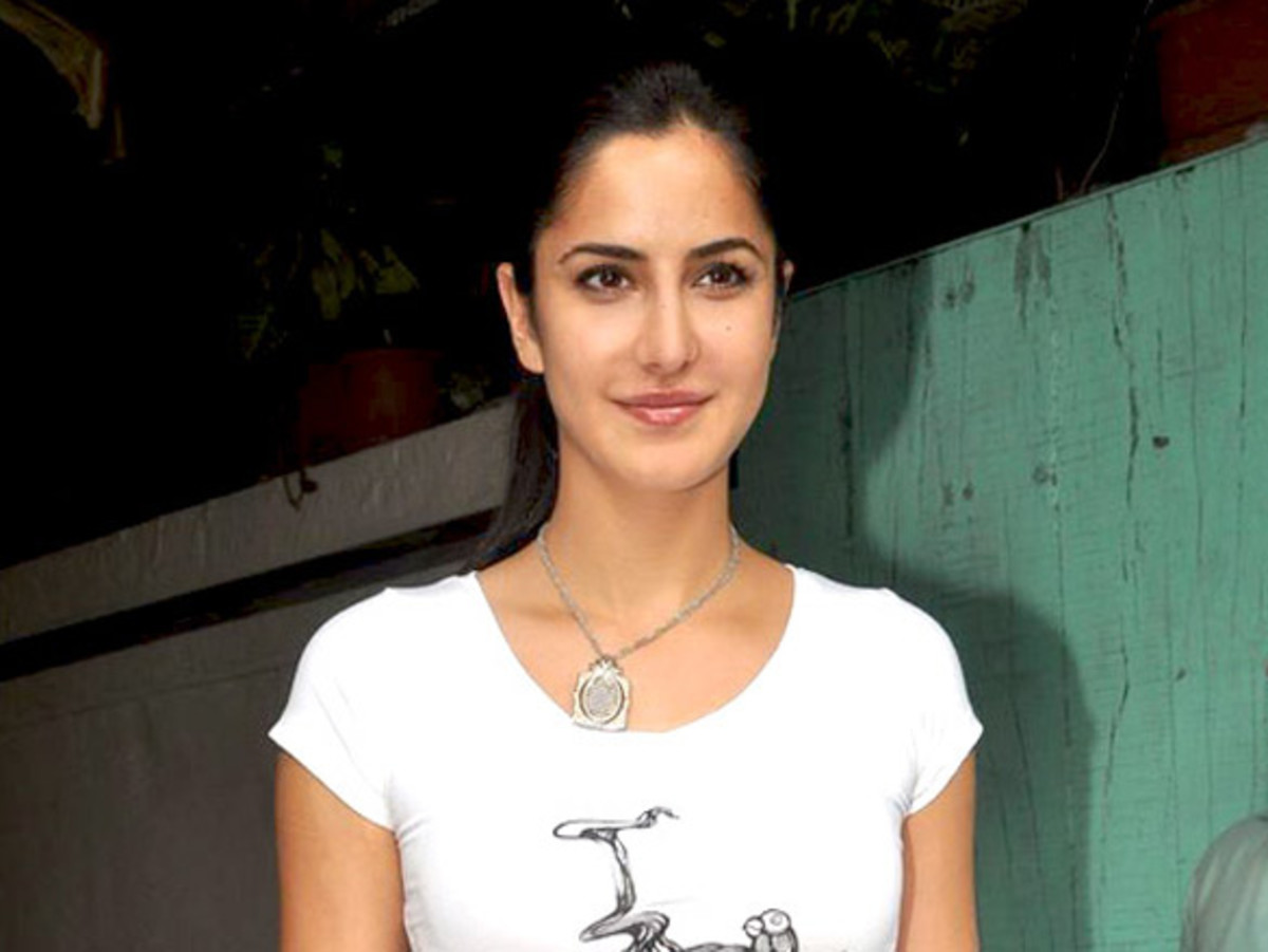Katrina Kaif launches Mad-O-Wat salon (2012)