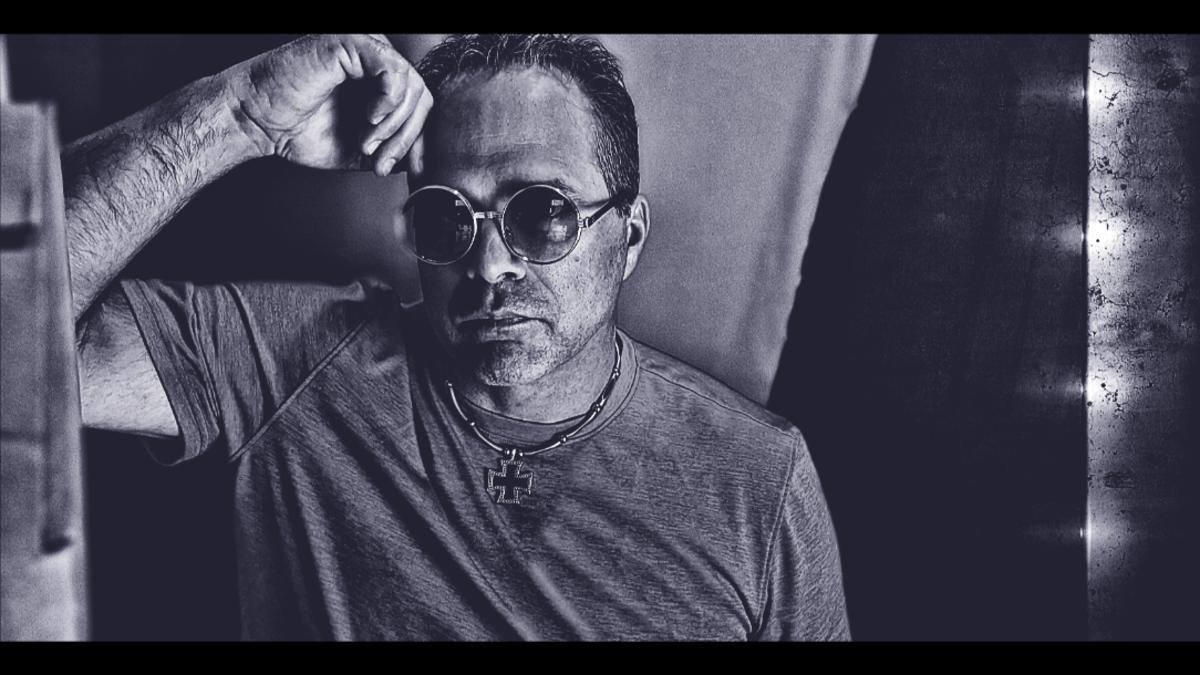 Vocalist/instrumentalist Rob Richardson, the man behind the Express.
